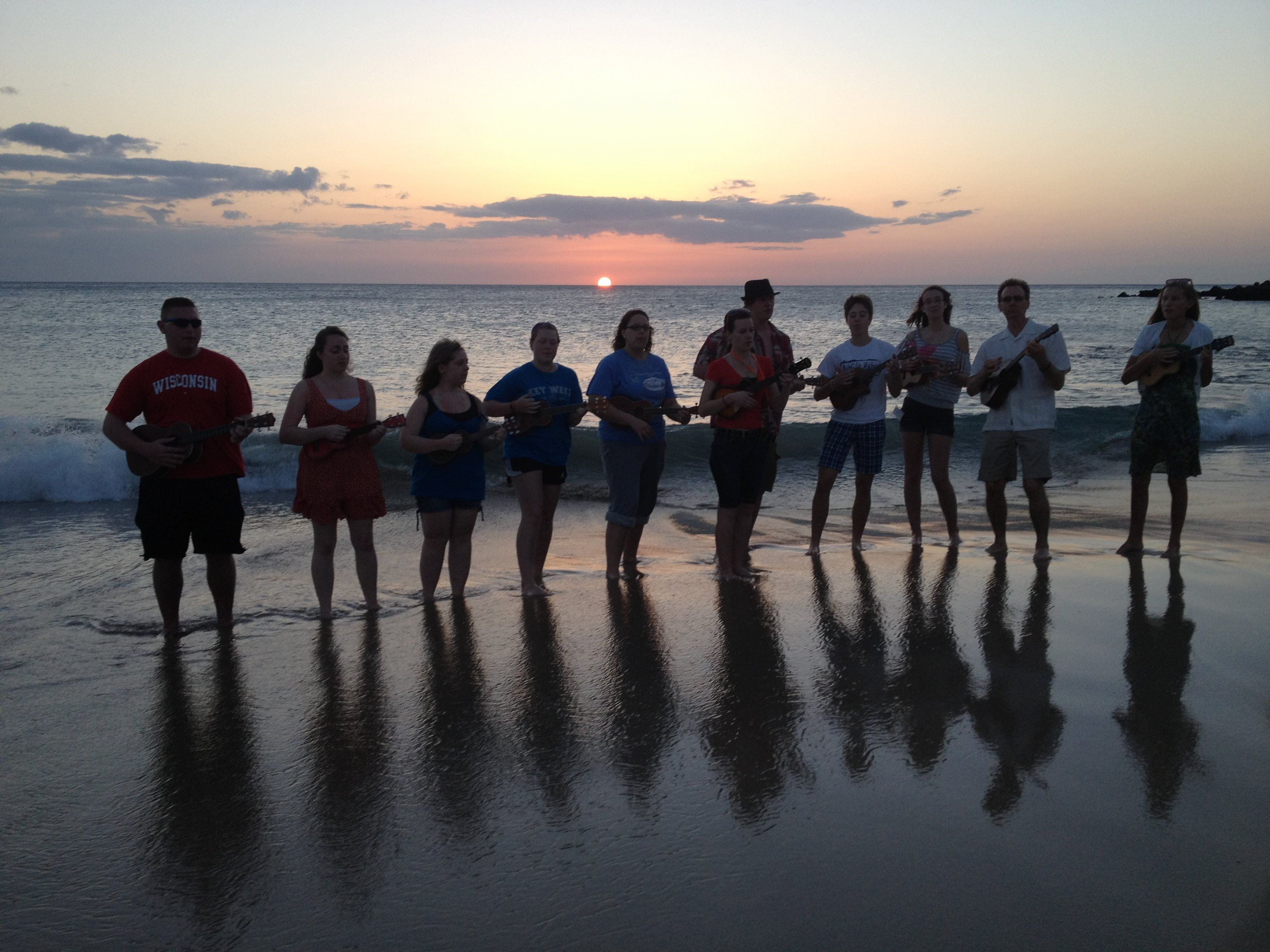 hawaii beach vacation group