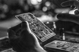 Rising Utopia, Tarot, Tarot Paris, Rising Utopia Tarot, tarot en ligne, tarot divinatoire, tarologue, voyance paris avis, tarot développement personnel, bien être, voyance sérieuse, voyante paris pas cher, meilleurs tarot reading, tarot à Paris, carte tarot, le jugement