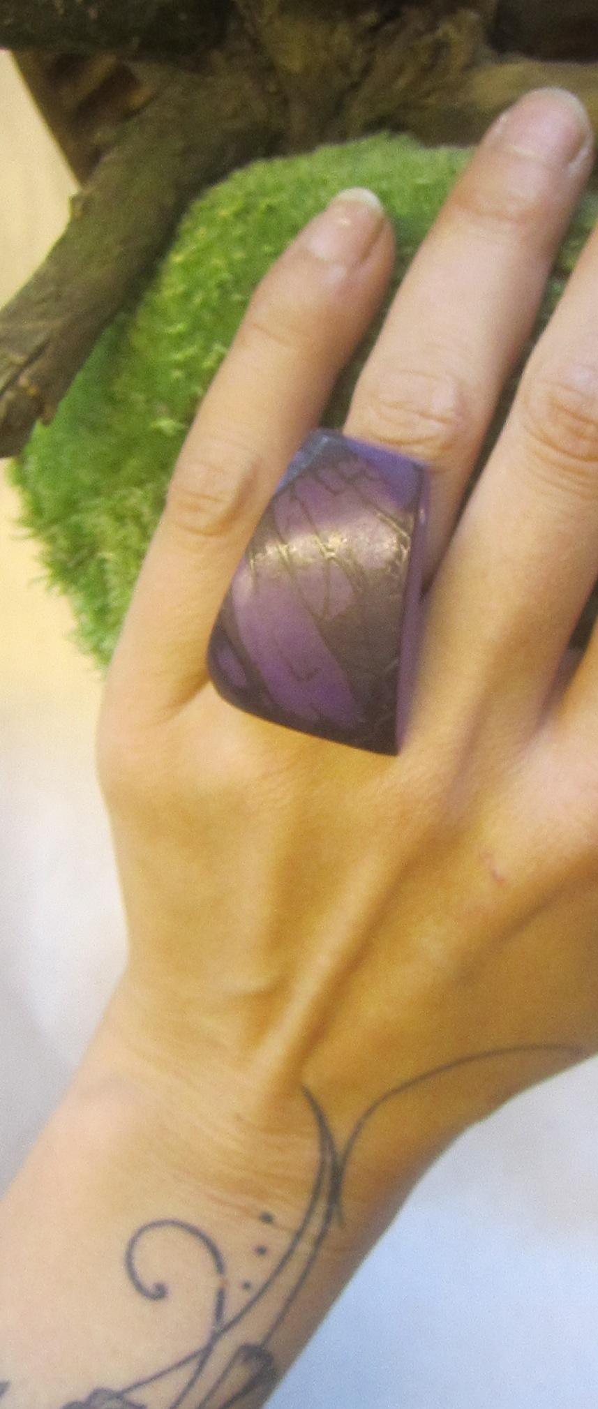 ivoire végétal teinté violet