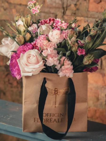 Bouquet na sacola quadrada
