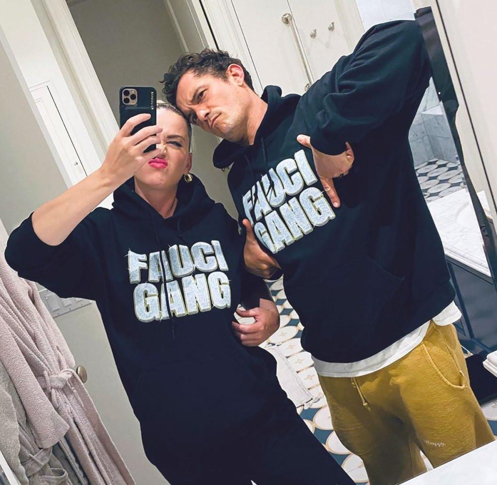 Katy Perry and Orlando Bloom mirror selfie