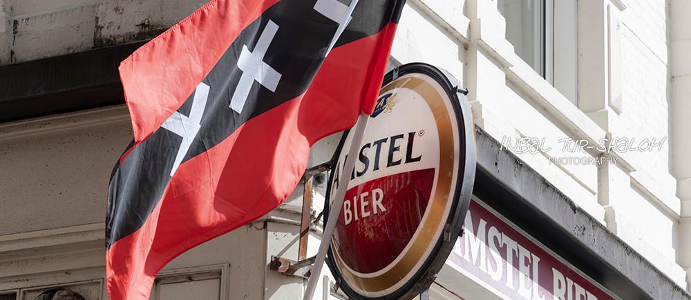 לוגו בירה אמסטל ודגל אמסטרדם