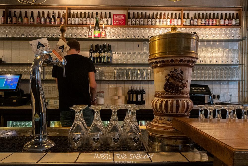 הבר בפאב במבשלת דה פראל