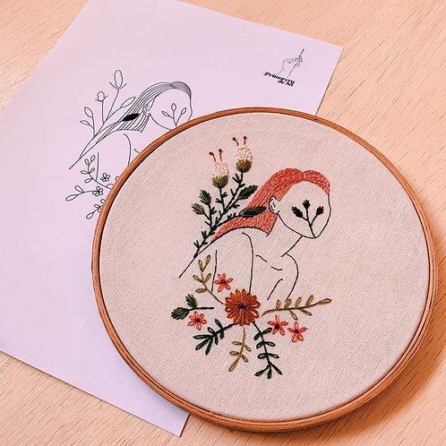 Risco para bordar: Mulher e Botanica