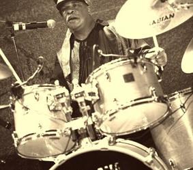 Morris on drums Montpellier.jpg