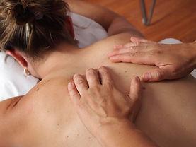 Lomi Lomi Nui, Massageart, Berührung, streichen, Ölmassage, Wohlfühlen, Entspannung