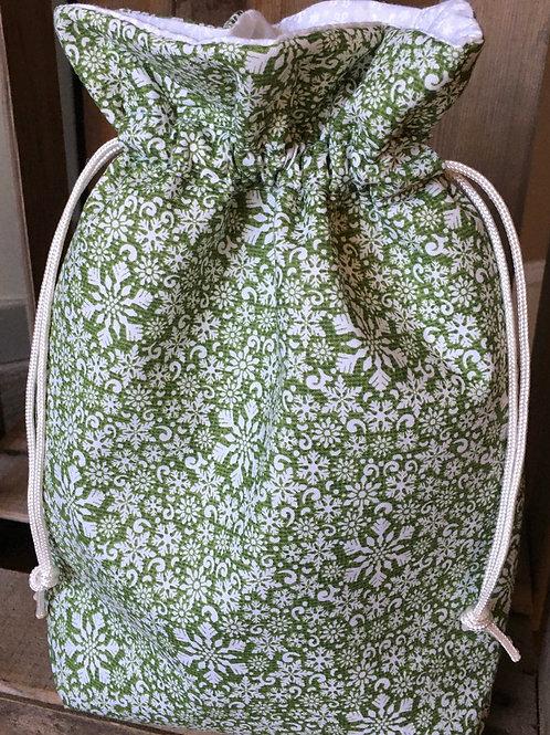 Christmas Gift Bag in Snowflake Pattern