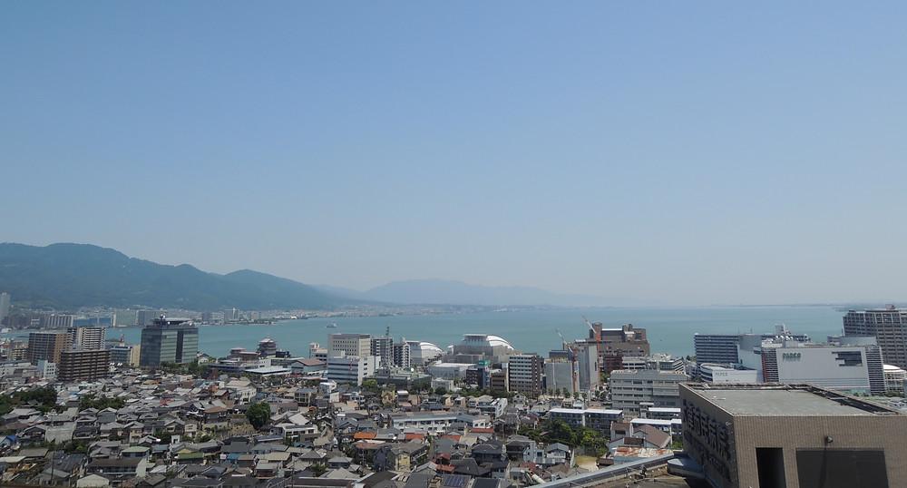 大津市民病院の屋上からは琵琶湖が一望できるのです。