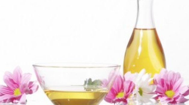 28 Wonderful Castor Oil Benefits And Uses For Beauty, Hair And Health
