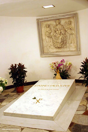 Grottoes-John Paul II tomb-b.jpg