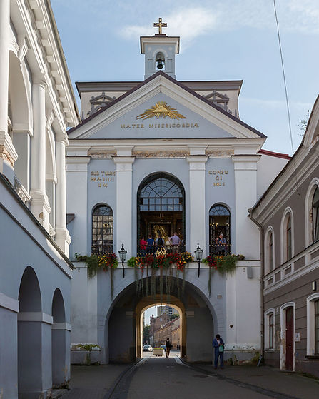 Gate_of_Dawn_Exterior,_Vilnius,_Lithuani