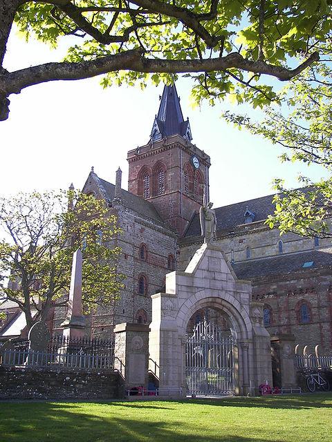 1024px-St._Magnus_Cathedral_5.jpg