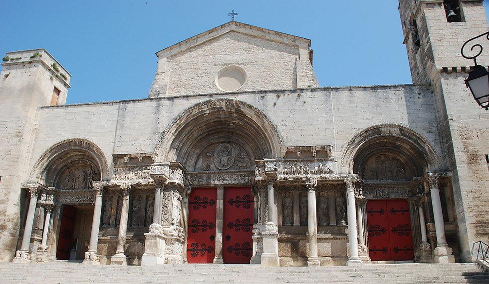 Saint-Gilles_du_Gard_-_Porche.JPG