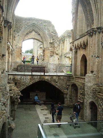 1024px-Glastonbury_Abbey_Lady_Chapel.jpeg