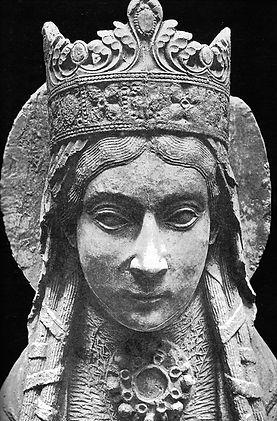 1200px-Statue_Sainte_Clotilde.jpg
