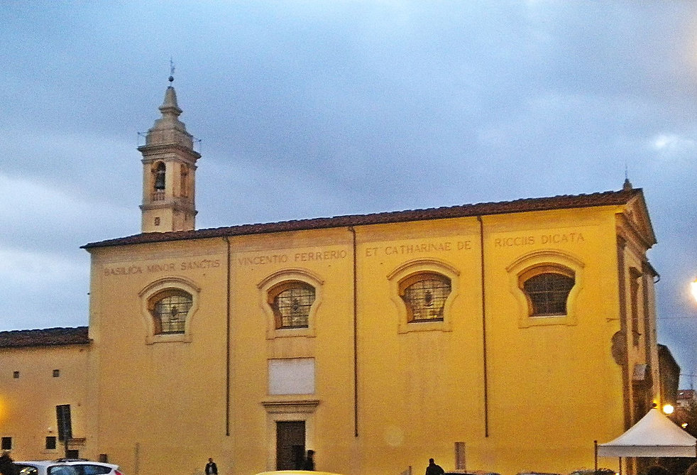 San_Vincenzo_di_notte.jpg