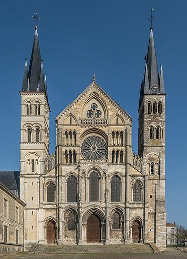 1024px-West_Façade_of_Basilique_Saint-Rémi,_Reims_140306_1.jpeg