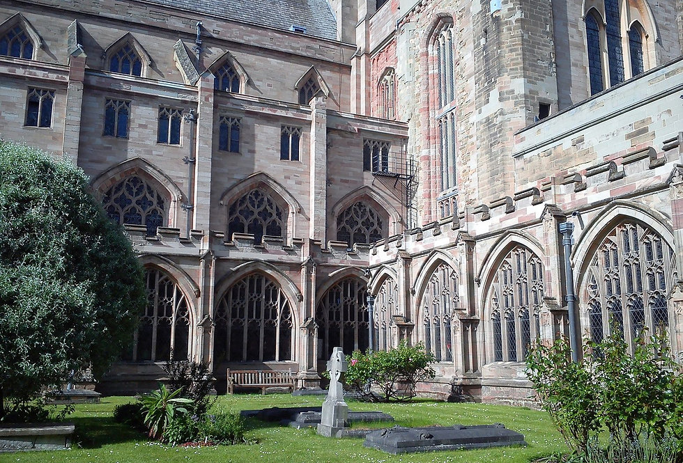 Worcester_Cathedral_UK_16052015_Cloister