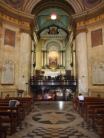Stella_Maris_Church_interior.jpeg