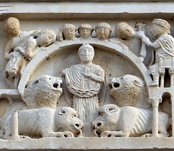 Duomo_di_massa_marittima,_esterno,_episodi_dlela_vita_di_san_cerbone,_XIII_secolo_03_leoni