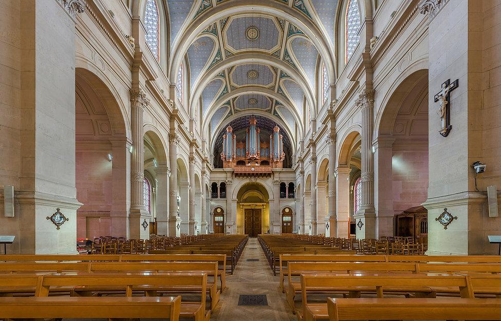 Church_of_Saint-François-Xavier_Interior_2,_Paris,_France_-_Diliff.jpeg