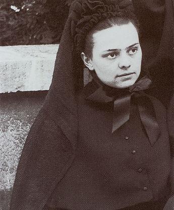 Elizabeth-as-a-Postulantb.jpg