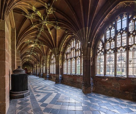 Worcester_Cathedral_Cloister,_Worcesters
