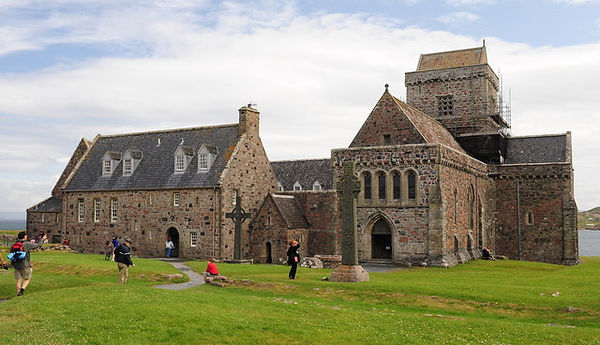 Abbey_on_the_Isle_of_Iona_-_geograph.org.uk_-_1459438.jpg