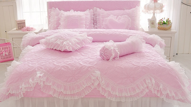Thick Quilted Lace Bedding Set