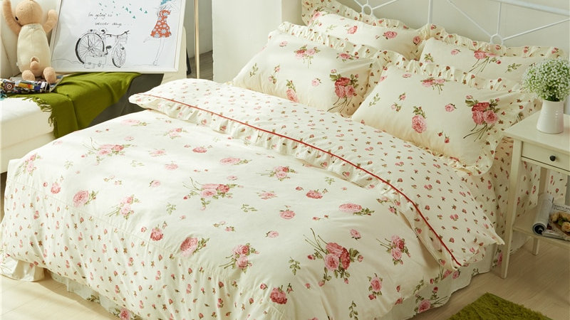 Chic Vintage Floral Duvet Cover With Ruffles Set