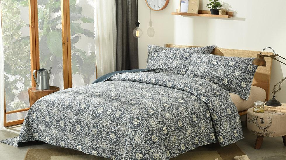 Elegant Bohemian Blue Medallion Quilted Bedspread Set