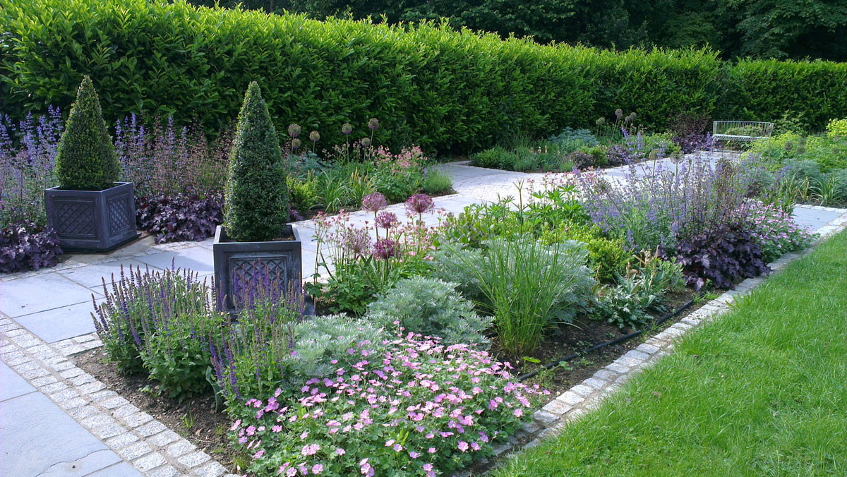 Planting-19-cottage-planting-quercus-gar