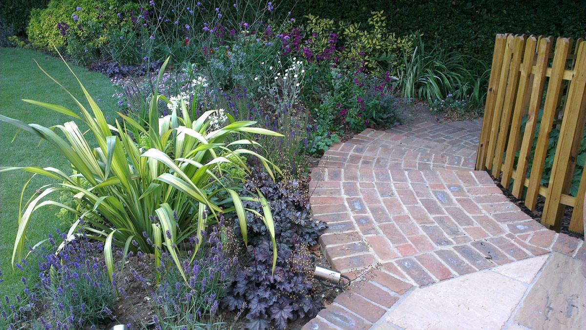 Stansted-country-garden-2-quercus-garden