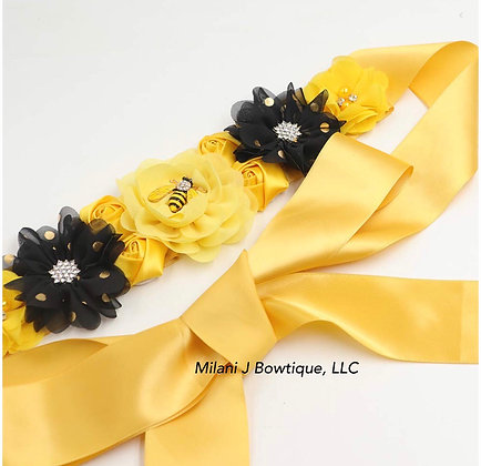 Bumble Bee Baby Shower Sash, Maternity Photo Belt, Baby Shower Gift, Mommy to Be