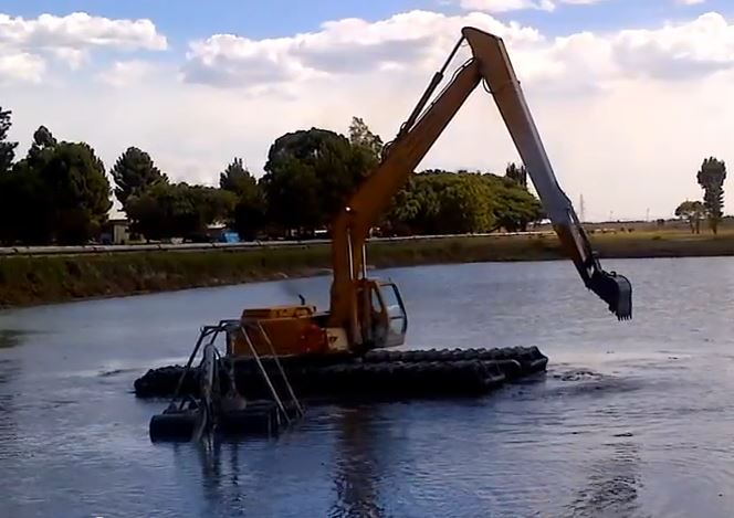 SGB302-Wetland-Amphibious-Excavator-at-Work