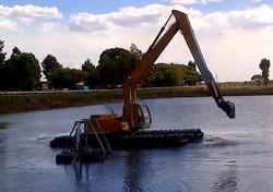 SGB302-Wetland-Amphibious-Excavator-at-Work