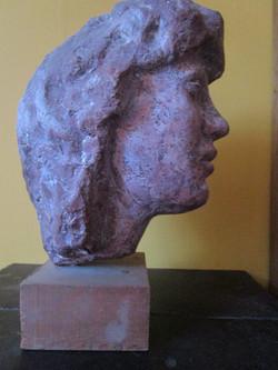 Portret jonge vrouw zijkant