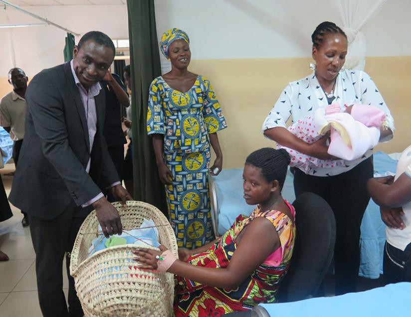 1417473882One-of-the-beneficiaries-receives-a-mama-kit-from-an-Airtel-official_-