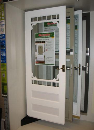 Corner inline exterior door display