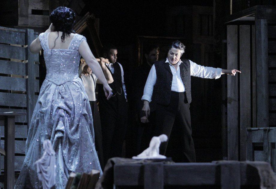 la-et-0520-opera-tosca-review-012