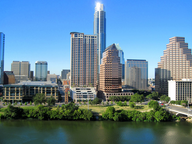 Austin_Texas_Lake_Front.jpg