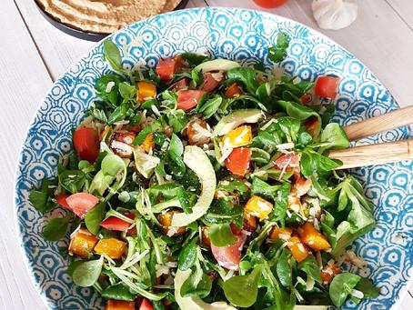 Pumpasallad med parmasan & avokado med soltorkade tomatröra