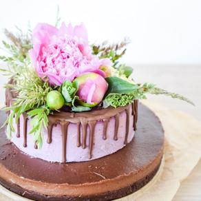 Rawfood tårta med choklad, hallon & browniebotten