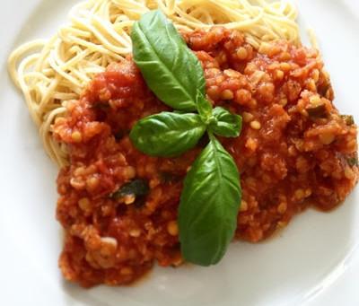Italiensk tomat- & basilikasås med röda linser