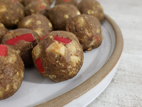 Raw äppelpajsbollar