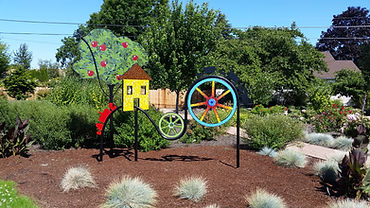Applegate Trail metal sculpture on display in Dale Collins park