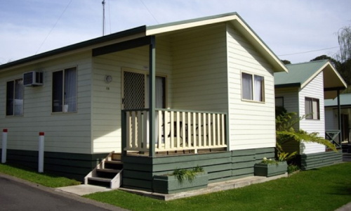 pleasurelea_batemansbay_superiorcabin_outside