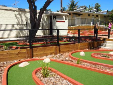 Pleasurelea Batemans Bay mini golf