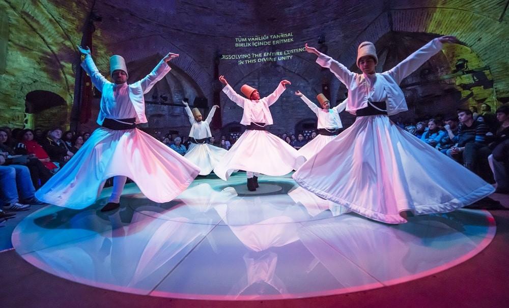 El baile de los derviches giróvagos en Estambul