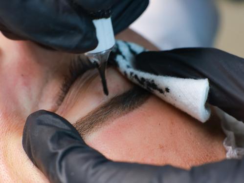 ¿Qué es la Micropigmentación de Cejas Efecto Polvo?